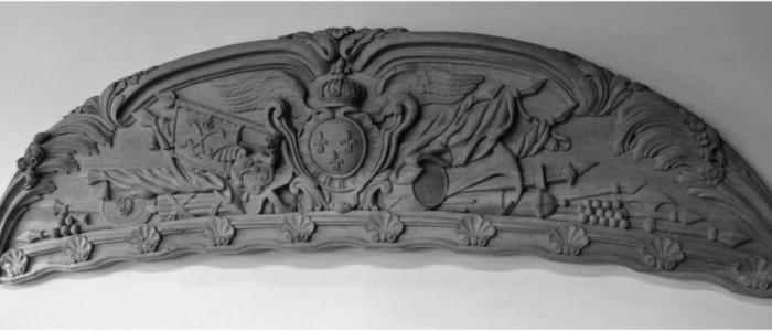 Fronton sculpté par l' ébéniste sculpteur sur bois Philippe Roche